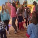 Zabawy z wolontariuszkami (2)
