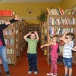 Średniaki w bibliotece (1)