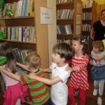 Średniaki w bibliotece (5)