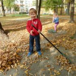 Porządki w ogrodzie przedszkolnym (1)