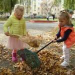 Porządki w ogrodzie przedszkolnym (2)