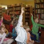 W bibliotece (3)
