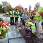 Pod pomnikiem Jana Pawła II (2)